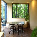 NISHIann cafe - 風が薫るエアリーな窓辺