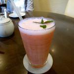 NISHIann cafe - 苺とミカンのスムージー
