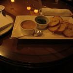 39460332 - 豚肉のリエット コルニッションとガーリックトースト