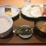 やよい軒 - 目玉焼と焼サバの朝食@530円【2015-6】