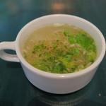 39462628 - 最初に出されるスープ セロリの葉?
