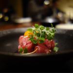 焼肉ダイニング 甲 - 近江牛モモのユッケ