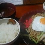 KINSOBAR - しお焼きそば定食 700円 ごはん、味噌汁、小鉢、食後のコーヒー付き