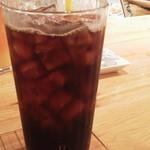 エッグスンシングス - アイスコーヒー 大きめのグラスで飲みごたえ十分です