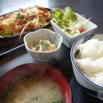 食蔵雷峰 - スタミナ鉄板焼き定食¥800
