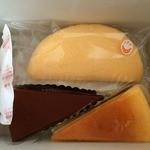 源内 - 料理写真:バナナオムレット(上)、チョコ(左)、チーズケーキ(右)