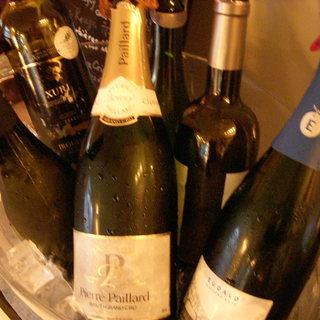 シニアソムリエによる厳選されたワイン