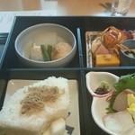 日本料理 縁 - 煮物 枝豆入りがんもどき 冬瓜 鶏団子 源泉米