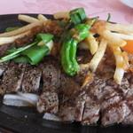 レストラン 洋灯舎 - 炭火焼仕立て 本日のビーフステーキ 手作りフレンチフライポテト添え ジャポネソース 1,650円