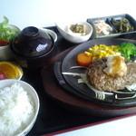 ほこすぎ - 料理写真:あか牛と地元野菜にこだわった逸品、和風ハンバーグ