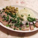 スカズカ - セリョートカ:鰊のマリネ(997円) ニシンのみずみずしさたまらんです。地味に豆も美味しい。