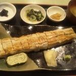 39481119 - 特大穴子一文字鮨には、味噌汁・玉子焼き・岩のり。酢の物。塩辛が付きます。
