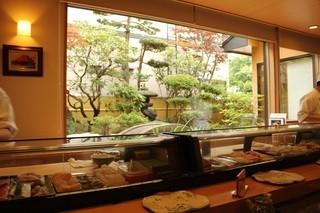 梅乃寿司 - カウンターからの眺め