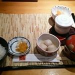 39485743 - 日替り定食の小鉢、茶碗蒸し、汁、漬物、ご飯