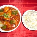 秩父ガネーシャ - チリチキン丼、サラダ