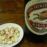 砺波 - お通しの豆と麦酒