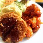 七宝亭 - 日替わりメンチカツ、鶏チリ