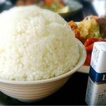 七宝亭 - 料理写真:日替わりメンチカツ、鶏チリのめし大