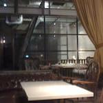 39492425 - 奥にガラス張り個室のソファ席