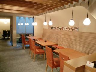 甘多 - 暖色系のキレイな空間