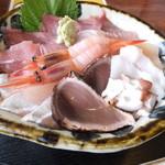 お食事割烹 花月 - ランチ海鮮丼大盛 税込¥1000