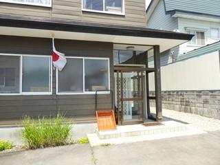 自家製麺 伊藤 - お店の外観 祝日でも無いのになぜか国旗が…^^;