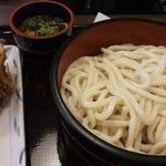 麦まる - ざるうどんと野菜かき揚げ