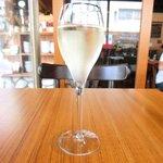 39501618 - 一杯目 200円 のスパークリングワイン