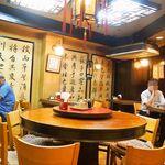 平和樓 - 円卓が中華料理屋さんっぽいですねぇ