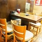 平和樓 - 4人掛けテーブル席