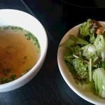 コカレストラン - セットのスープとサラダ