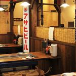 お好み焼 長田屋 - 店内は昭和レトロな雰囲気です。