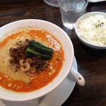 四川担担麺 阿吽 - 担々麺と半ライス