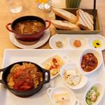リコプラス - うれうれ豚のチーズピカタ       フライポテト添え 牛バラ肉と新玉ねぎ、木の子のビーフシチュー
