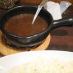 Cray pod curry Ohmiya Seiuemon - 土鍋入りのカレーが熱々で出てきました。