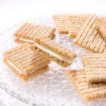 シュガーバターの木 - ミルキーなホワイトチョコレートをサンドした、シュガーバターサンドの木も人気です!