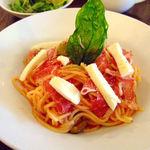 小さな街の食堂 cafe MISTY - 平日ランチメニュー:生ハムとモッツァレラチーズの冷製トマトソースパスタ