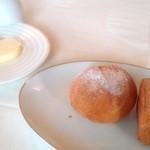 ミラベル - バターは、100円 パンは、1個お代わりした。