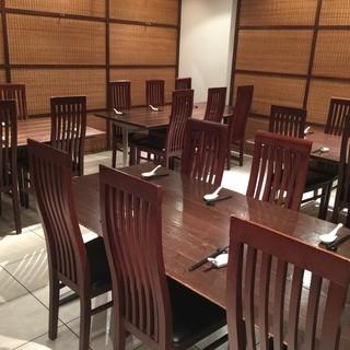 宴会等に最適!!6名様用テーブル有り
