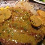ステーキハンバーグ&サラダバーけん - マッシュバジルソース「あっぷ図」