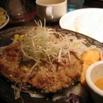 ステーキハンバーグ&サラダバーけん - 塩ダレ・ペッパーハンバーグ ¥1280