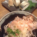 まんまや 和坐 - 奥:さば寿司(一貫¥250)手前:越前おろしそば(¥650)