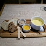 39525218 - ディップ2種とカボチャのスープ