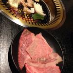 宮崎肉本舗 - 追加のロース。一皿は4切れくらい。