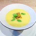 ヤナカ スギウラ - とうもろこしの冷製スープ