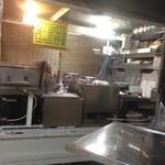 助六 - 軽トラックの厨房