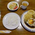 スピット - ハンバーグ卵のせ