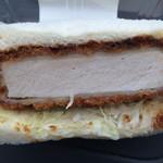 ローソン - 料理写真:厚切りカツサンド