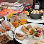 森のボナペティ - ご挨拶代わりのオードブル!自家製シャルキュトリも大好評!田舎風パテとリエットは食べ放題。