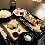天ぷらたくみ - 日替りランチのサバ塩焼きにたこ刺しです。旨い!次回は天ぷらの予定です。